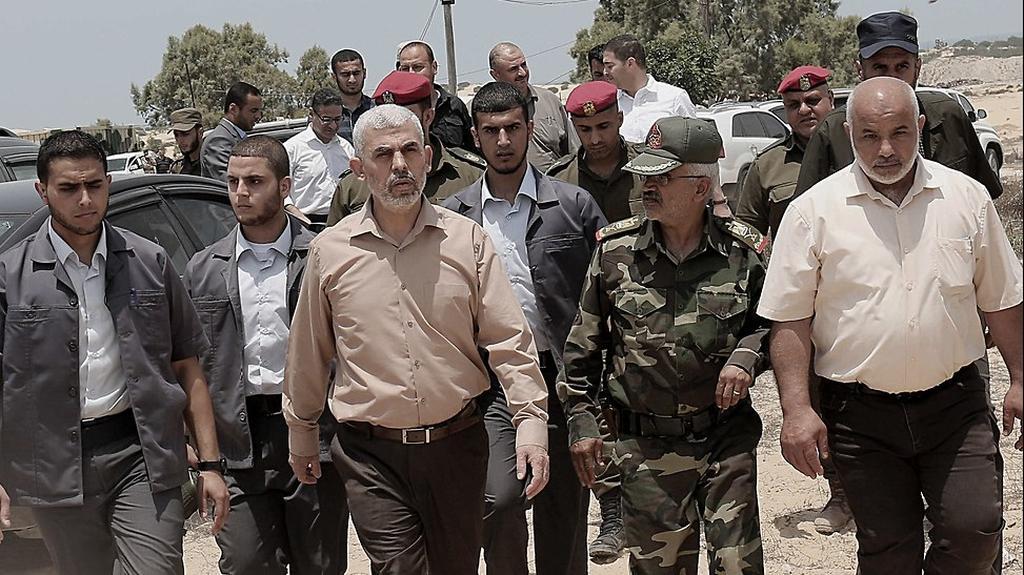 Глава ХАМАСа в Газе Ихье Синвар с приближенными. Фото: EPA